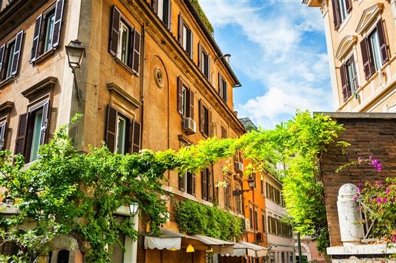 Trastevere faded house