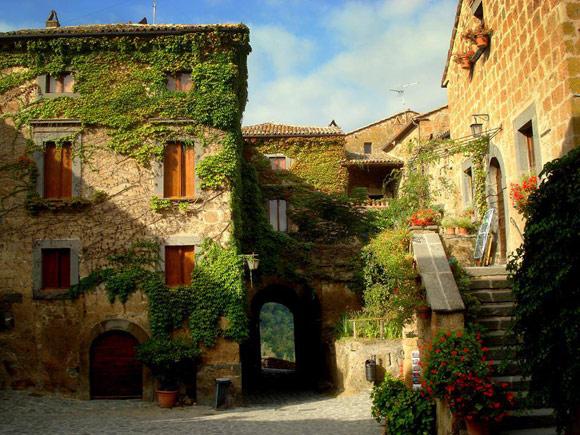 Day Tour From Rome Viterbo And Civita Di Bagnoregio By Private Bus
