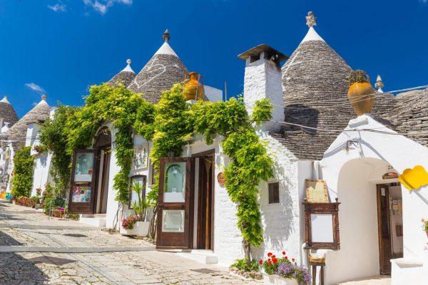 Puglia beach and culture alberobello trulli